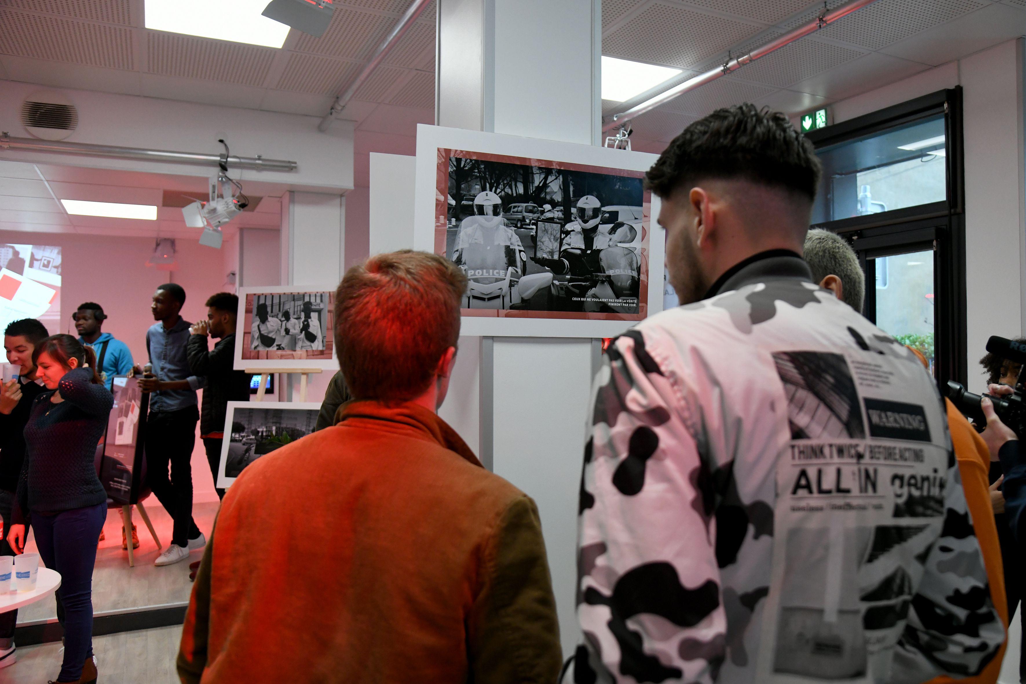 Des expositions sont régulièrement réalisées par les jeunes de la Source
